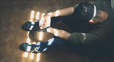 چرا افراد خود ارضایی میکنند، علل، عواقب و پیشگیری از خود ارضایی