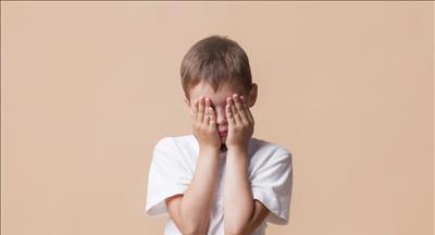چگونه بفهمم کودکم مورد آزار و اذیت جنسی قرار گرفته است؟