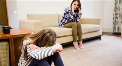 با کودکی که مورد آزار و اذیت جنسی قرار گرفته، چگونه رفتار کنیم؟